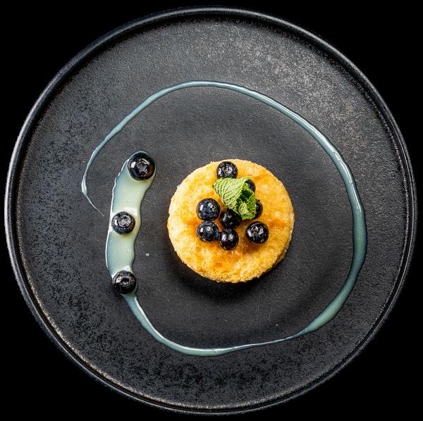 Pancake mit HEIDELBEERRAGOUT und weißer Schokoladensoße