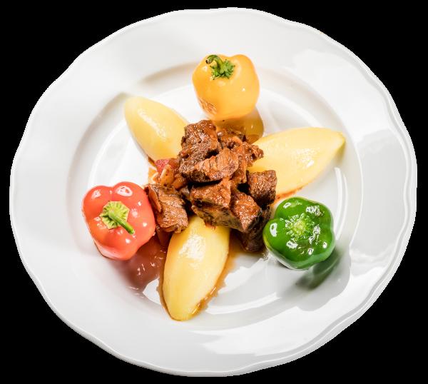 Budapester Rindergulasch mit Salzkartoffeln und Minipaprika