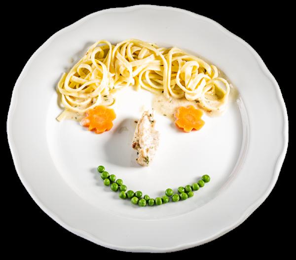 Kids-Menü! Putengeschnetzeltes mit Bandnudeln und Erbsen-Karotten-Gemüse